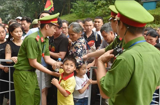 Lực lượng Công an bảo đảm an toàn tuyệt đối cho lễ giỗ Tổ Hùng Vương - Ảnh minh hoạ 5