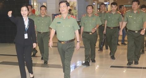 Thứ trưởng Nguyễn Văn Sơn kiểm tra công tác tại Trạm Công an cửa khẩu sân bay Cần Thơ