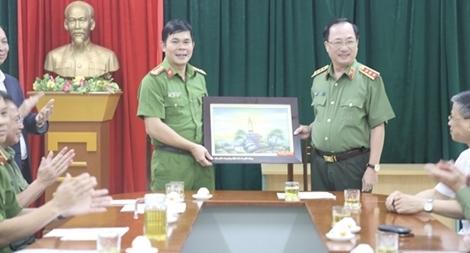 Thứ trưởng Nguyễn Văn Thành thăm và làm việc với Công an huyện Kim Bôi- tỉnh Hòa Bình