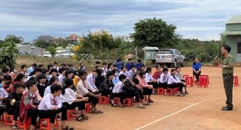 Tuyên truyền phòng, chống ma túy, bạo lực học đường cho học sinh