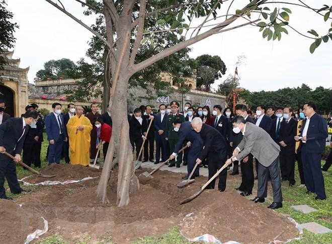 Tổng Bí thư, Chủ tịch nước dâng hương và trồng cây tại Hoàng Thành Thăng Long - Ảnh minh hoạ 2