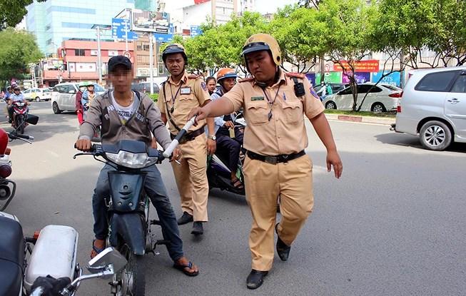 100% CSGT Công an TP Hồ Chí Minh ra quân tổng kiểm tra trật tự, ATGT - Ảnh minh hoạ 4