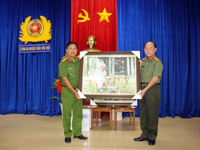 Báo CAND giao lưu với Công an huyện Trần Văn Thời - Ảnh minh hoạ 6