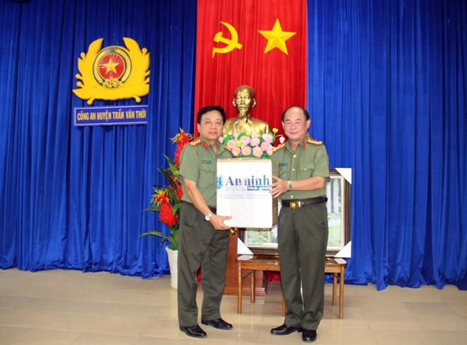 Báo CAND giao lưu với Công an huyện Trần Văn Thời - Ảnh minh hoạ 5