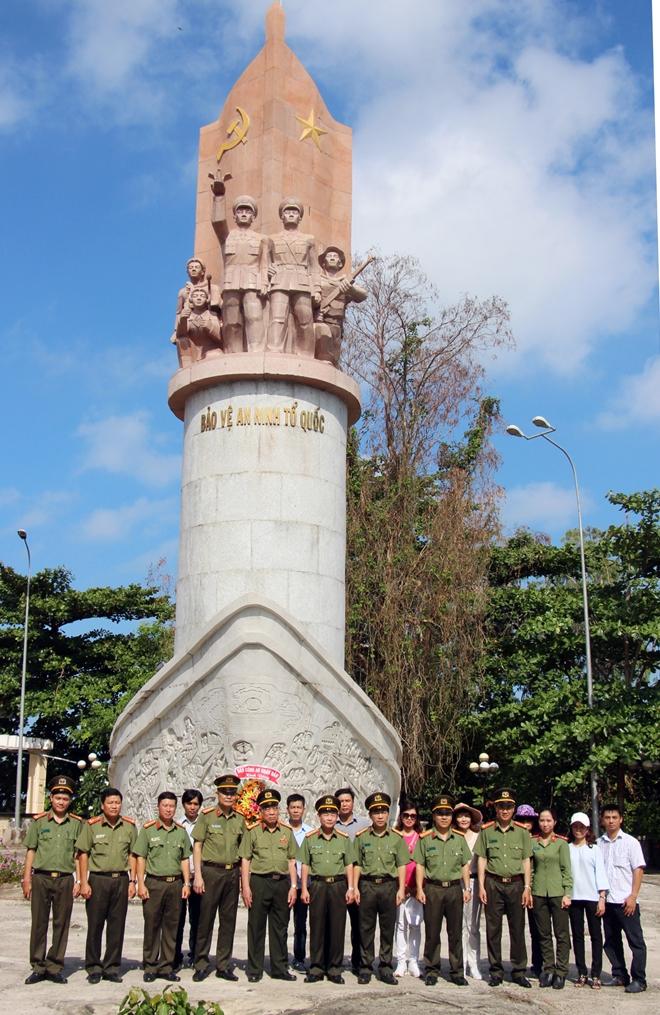 Báo CAND dâng hương Khu Di tích lịch sử quốc gia Hòn Đá Bạc - Ảnh minh hoạ 8