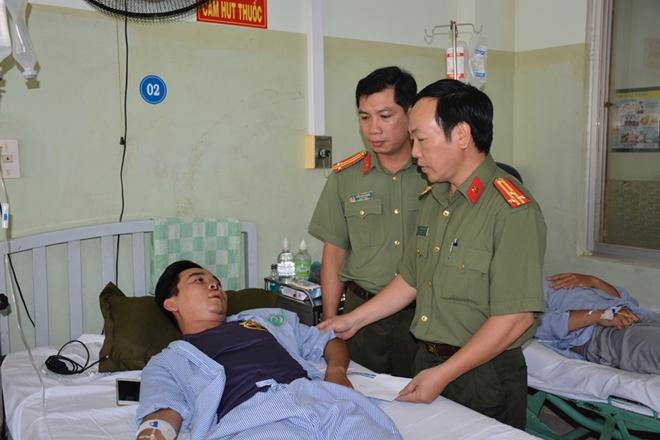 Báo CAND hỗ trợ CBCS Công an Bình Thuận bị thương khi làm nhiệm vụ