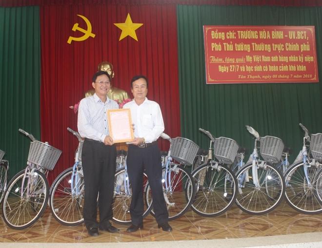 Phó Thủ tướng Thường trực Trương Hòa Bình thăm Mẹ Việt Nam anh hùng và học sinh nghèo hiếu học - Ảnh minh hoạ 5