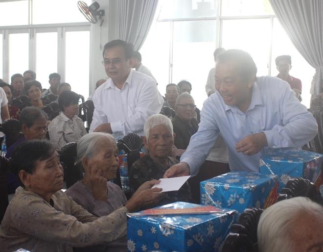 Phó Thủ tướng Thường trực Trương Hòa Bình thăm Mẹ Việt Nam anh hùng và học sinh nghèo hiếu học - Ảnh minh hoạ 7