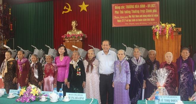 Phó Thủ tướng Thường trực Trương Hòa Bình thăm Mẹ Việt Nam anh hùng và học sinh nghèo hiếu học - Ảnh minh hoạ 6