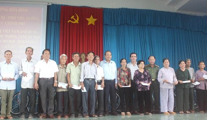 Phó Thủ tướng Thường trực Trương Hòa Bình thăm Mẹ Việt Nam anh hùng và học sinh nghèo hiếu học - Ảnh minh hoạ 12