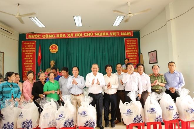 Phó Thủ tướng Thường trực Trương Hòa Bình trao quà Tết cho người nghèo - Ảnh minh hoạ 14