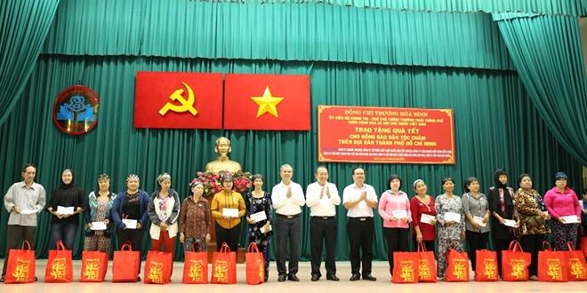 Phó Thủ tướng Thường trực Trương Hòa Bình trao quà Tết cho người nghèo - Ảnh minh hoạ 8