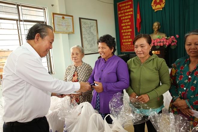 Phó Thủ tướng Thường trực Trương Hòa Bình trao quà Tết cho người nghèo - Ảnh minh hoạ 12