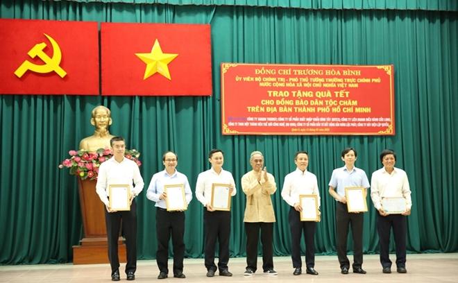 Phó Thủ tướng Thường trực Trương Hòa Bình trao quà Tết cho người nghèo - Ảnh minh hoạ 10