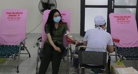 Hàng nghìn lượt CBCS Công an tham gia hiến máu tình nguyện