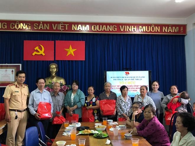 Đoàn Thanh niên Công an TP Hồ Chí Minh đi thăm, tặng quà các Mẹ Việt Nam Anh hùng - Ảnh minh hoạ 3