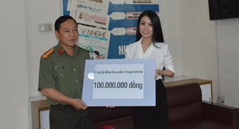 Nghệ sĩ cải lương Võ Ngọc Quyền ủng hộ đồng bào miền Trung 100 triệu đồng