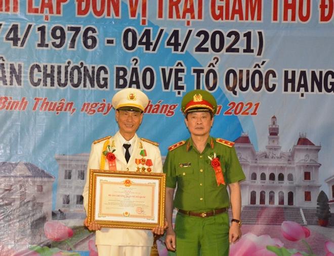 Trại giam Thủ Đức đón nhận Huân chương Bảo vệ Tổ quốc hạng Nhất - Ảnh minh hoạ 3