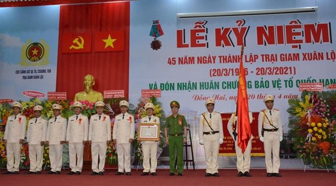 Trại giam Xuân Lộc đón nhận Huân chương Bảo vệ Tổ quốc hạng Nhất - Ảnh minh hoạ 2