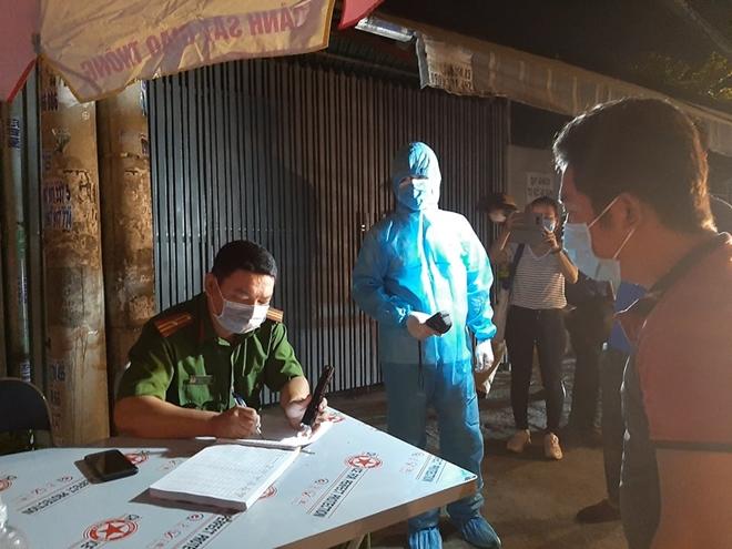 Công an TP Hồ Chí Minh triển khai kiểm soát các chốt, trạm phòng chống dịch - Ảnh minh hoạ 3