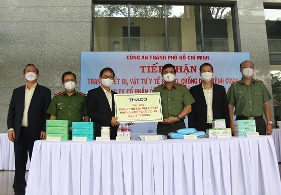 Công an TP Hồ Chí Minh tiếp nhận trang thiết bị, vật tư y tế phòng, chống dịch COVID-19