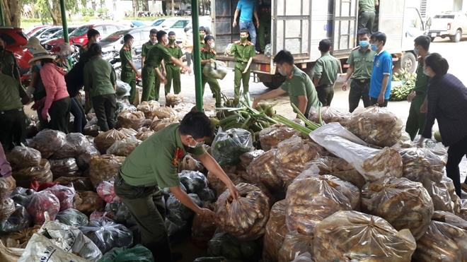 Công an tỉnh Đắk Nông ủng hộ 12 tấn nông sản cho TP Hồ Chí Minh