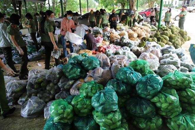 Công an tỉnh Đắk Nông ủng hộ 12 tấn nông sản cho TP Hồ Chí Minh - Ảnh minh hoạ 2