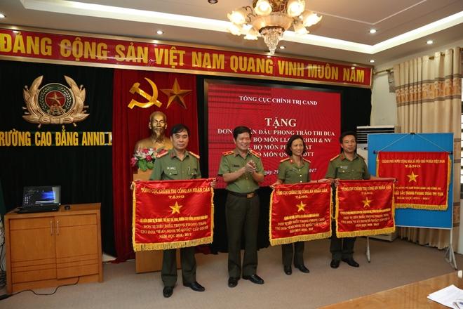 Nhiều đơn vị Trường Cao đẳng ANND I được tặng Cờ thi đua xuất sắc