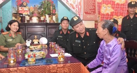 Trung đoàn CSCĐ Trung Bộ về Quảng Trị tri ân các liệt sỹ và Mẹ Việt Nam anh hùng