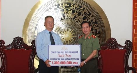 Bộ Công an tiếp nhận 1,3 tỷ đồng ủng hộ từ Công ty TNHH Phát triển Phú Mỹ Hưng