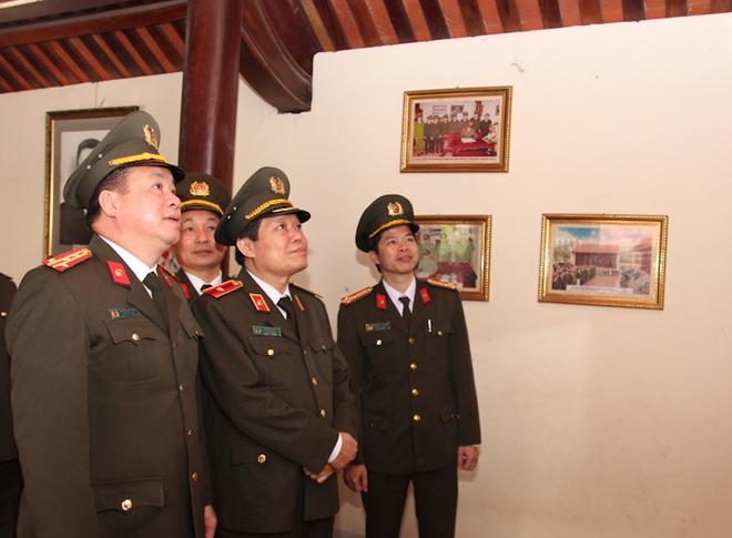 Dâng hương tưởng niệm Chủ tịch Hồ Chí Minh - Ảnh minh hoạ 7
