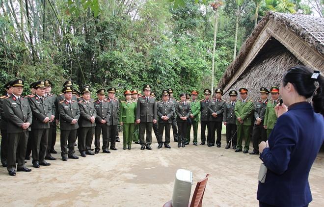 Dâng hương tưởng niệm Chủ tịch Hồ Chí Minh - Ảnh minh hoạ 4