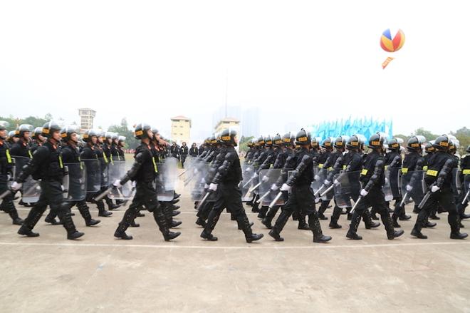 Ngắm CSCĐ duyệt đội ngũ với những phương tiện đặc chủng đầy sức mạnh - Ảnh minh hoạ 5