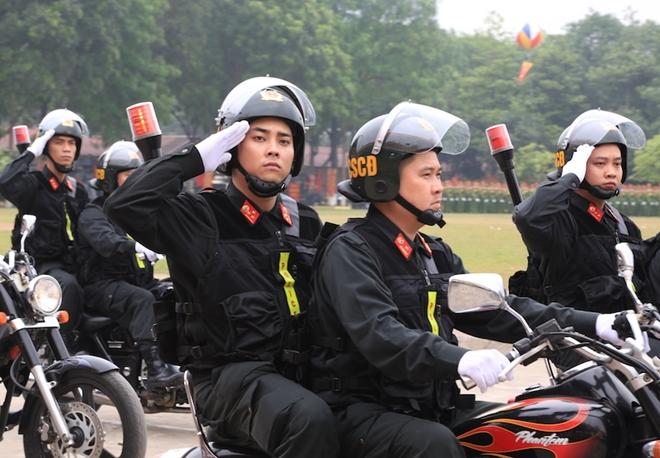 Ngắm CSCĐ duyệt đội ngũ với những phương tiện đặc chủng đầy sức mạnh - Ảnh minh hoạ 8