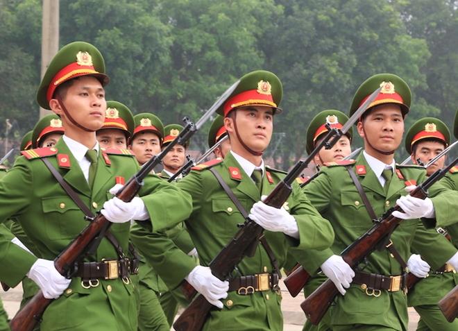 Ngắm CSCĐ duyệt đội ngũ với những phương tiện đặc chủng đầy sức mạnh - Ảnh minh hoạ 11