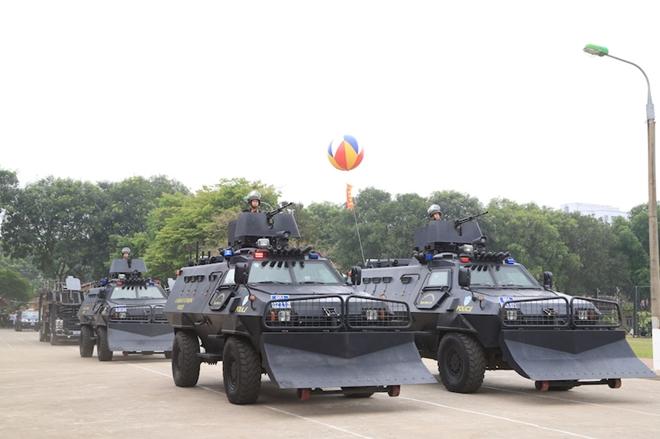 Ngắm CSCĐ duyệt đội ngũ với những phương tiện đặc chủng đầy sức mạnh - Ảnh minh hoạ 12