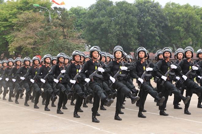 Ngắm CSCĐ duyệt đội ngũ với những phương tiện đặc chủng đầy sức mạnh - Ảnh minh hoạ 2