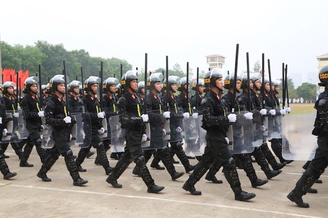 Ngắm CSCĐ duyệt đội ngũ với những phương tiện đặc chủng đầy sức mạnh - Ảnh minh hoạ 4