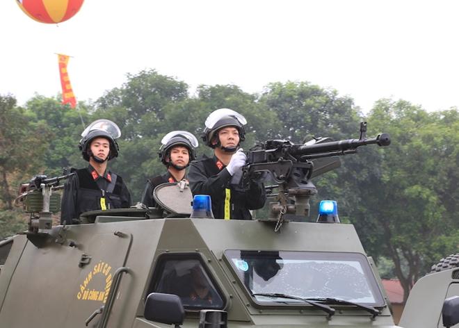 Ngắm CSCĐ duyệt đội ngũ với những phương tiện đặc chủng đầy sức mạnh - Ảnh minh hoạ 18