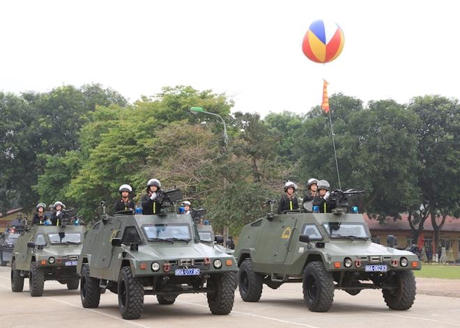 Ngắm CSCĐ duyệt đội ngũ với những phương tiện đặc chủng đầy sức mạnh - Ảnh minh hoạ 10