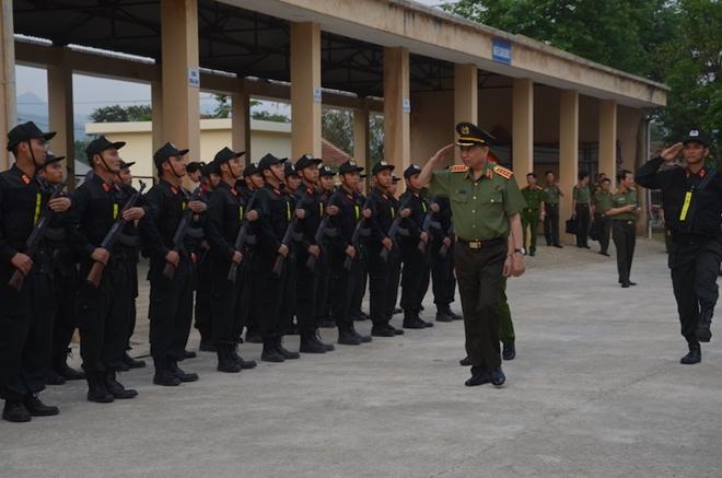 Bộ trưởng Tô Lâm thăm và làm việc tại Trung đoàn CSCĐ Tây Bắc