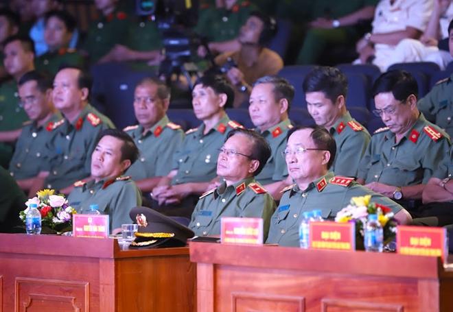 50 bông hoa tươi thắm nhất dâng lên Chủ tịch Hồ Chí Minh - Ảnh minh hoạ 2