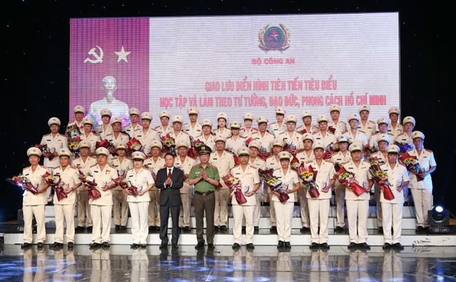 50 bông hoa tươi thắm nhất dâng lên Chủ tịch Hồ Chí Minh - Ảnh minh hoạ 8