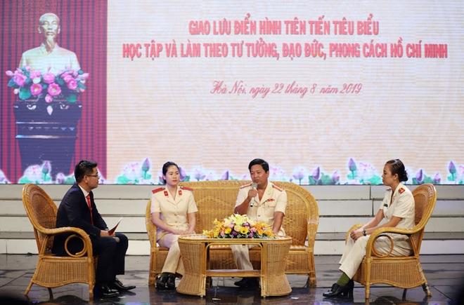50 bông hoa tươi thắm nhất dâng lên Chủ tịch Hồ Chí Minh - Ảnh minh hoạ 7