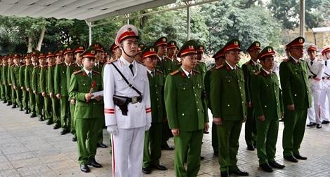 Đồng đội nghẹn ngào tiễn đưa hai người con của Trung đoàn CSCĐ Thủ đô