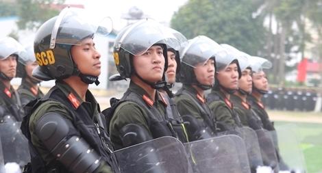 Sinh viên Công an duyệt đội ngũ, biểu diễn kỹ thuật bắn súng