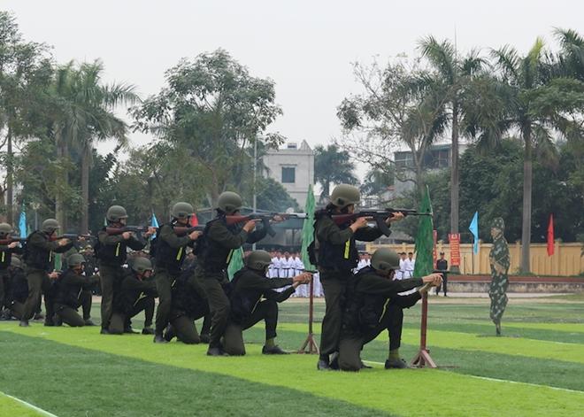 Sinh viên Công an duyệt đội ngũ, biểu diễn kỹ thuật bắn súng - Ảnh minh hoạ 11