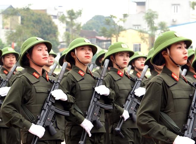 Sinh viên Công an duyệt đội ngũ, biểu diễn kỹ thuật bắn súng - Ảnh minh hoạ 2