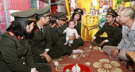 Cao đẳng ANND I thăm hỏi, động viên gia đình các liệt sỹ hy sinh tại Đồng Tâm