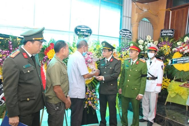 Người thân, đồng đội nghẹn ngào tiễn biệt Đại uý Sầm Quốc Nghĩa - Ảnh minh hoạ 3